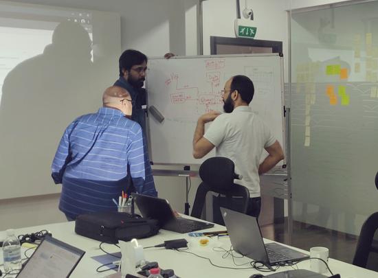 Dubai - Our designer in action